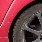 Jak samodzielnie wymienić koło w swoim samochodzie – krok po kroku