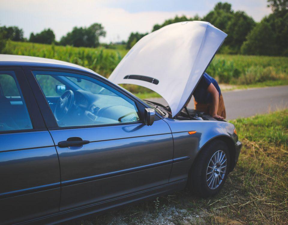 Jak poprawnie i bezpiecznie uruchomic samochod z kabli rozruchowych – kilka ciekawostek